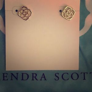 KENDRA SCOTT Gold Dira Logo Earrings
